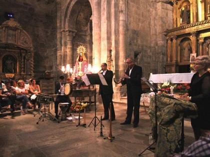 Música medieval na igreja de San Martín de Castañeda